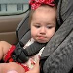 Как правильно перевозить грудничка в машине?