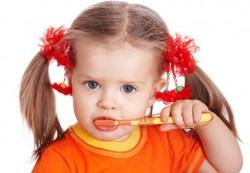 Как приучить ребёнка чистить зубы?