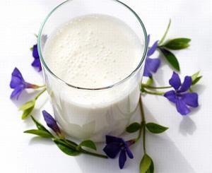 Роспотребнадзор просит не кормить детей до 3 лет известными молочными продуктами