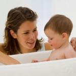 Банный день: купаем малыша