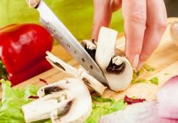 Рацион кормящей мамы: можно ли есть грибы?