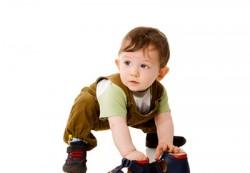 Первые сапожки: как выбрать зимнюю обувь для детей