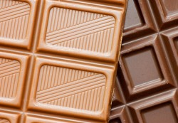 Шоколад для кормящей мамы: польза или вред?