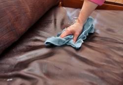 Простые советы по уходу за красивой кожаной мебелью