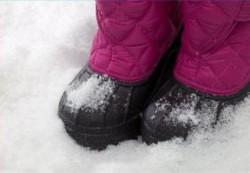 Как правильно одевать и обувать ребенка зимой