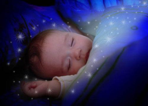 Колыбельные песни развивают память малышей.