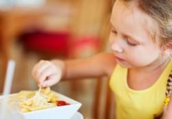 Какая еда очень опасна для детей
