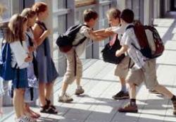 Как помочь ребенку, которого постоянно обижают сверстники