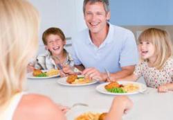 Детская коммуникабельность зависит от общения за столом