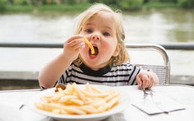 Детям нужно питаться согласно расписанию