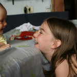 Мамина помощница, или стоит ли девочку-подростка привлекать к домашним делам?