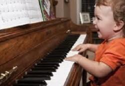 Специалисты установили, что занятия музыкой улучшают работу мозга ребенка
