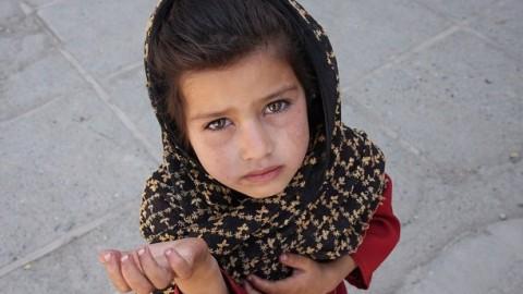 Учёные рассказали, как вредит детям бедность