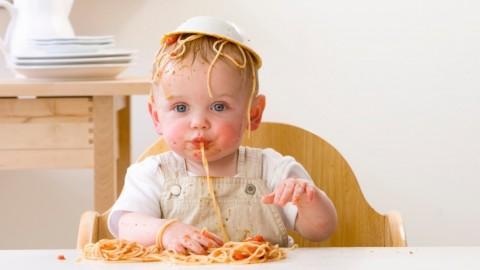 Почему детям полезно хулиганить за столом
