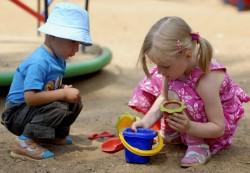 Какими играми лучше занять детей?