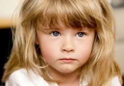Девочки сталкиваются с эмоциональными проблемами намного чаще, чем мальчики