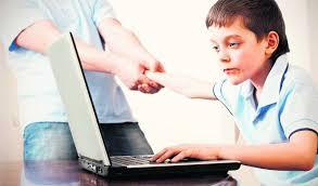Позволять ли ребенку много часов проводить в интернете