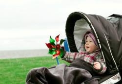 Гулять с новорожденным: когда начинать, как одевать, куда ходить