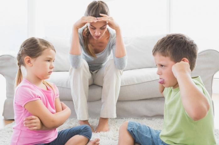 Ребенка дразнят: как реагировать на насмешки?