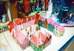 Игрушечные замки полны чудес для маленьких девочек и мальчиков