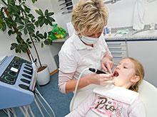 Местная анестезия вредна для зубов ребенка, предупреждают ученые