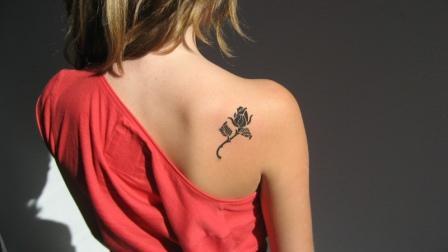 Значение татуировки черная роза