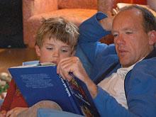 Сказку на ночь должен читать папа, считают ученые
