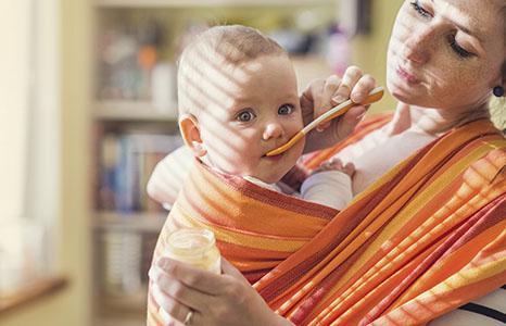 Ребенок в слинге: техника безопасности