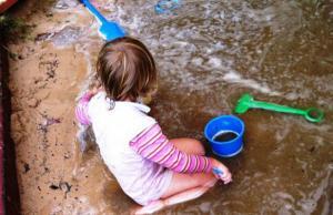 Ученые рекомендуют позволять детям пачкаться