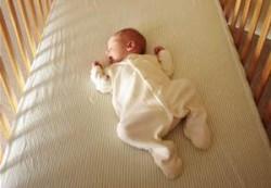 Совместный сон с младенцем увеличивает риск синдрома внезапной смерти