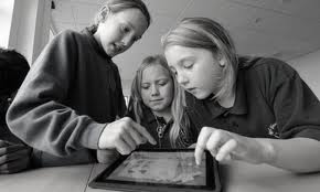 Исследователи считают, что слова лучше, чем изображение повышают способность детей к обучению
