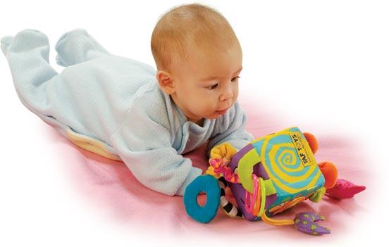 Современные игрушки для малыша до года