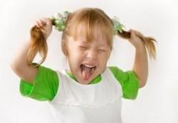 Ребенок грызет ногти: что делать