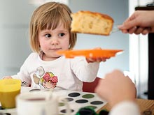 Сладости увеличивают риск ожирения у детей