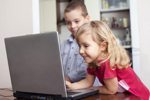 Ребенок за компьютером: мифы и предрассудки