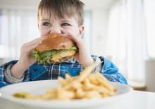 Признаки ожирения у ребенка: не пропустите