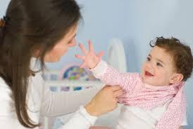 Как одеть малыша без истерик?