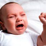 Педиатры разрешили родителям оставлять плачущего ребенка одного