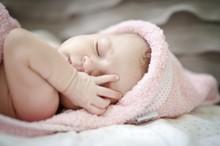Первый месяц жизни малыша и уход за ним