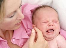 Как понять почему плачет малыш и быстро его успокоить?