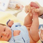 Пи-пи новорожденного: считаем подгузники, запоминаем цвет