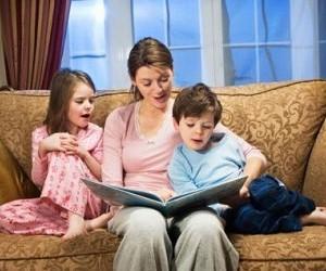 Совместное чтение перед сном способствует детскому развитию