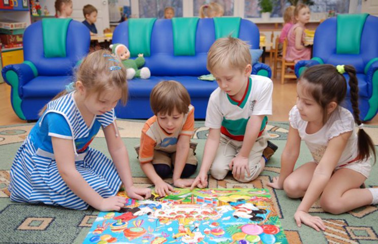 Отдавать ли ребенка в детский сад: за и против.