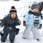 Правила выбора зимнего комбинезона для малыша