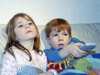 Телевизор убивает в детях креативность, говорят специалисты