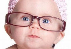Ученые объяснили, как сохранить ребенку зрение