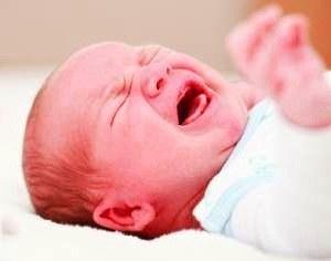Колики у новорожденных: причины, лечение