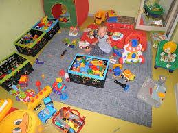 Разбросанные игрушки. Что делать?