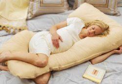 Особенности подушек для женщин в положении