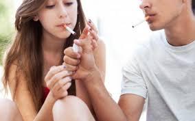 Ученые рассказали, почему подростки курят